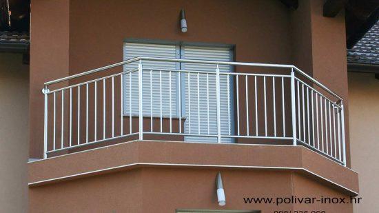 Inox balkon sa okomitim ispunama i rukohvatom od cijevi fi 40 mm