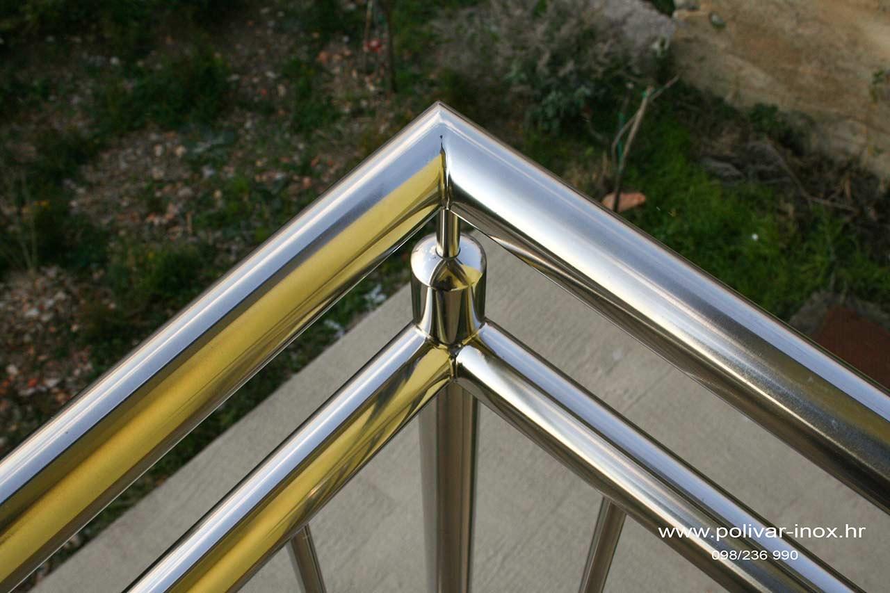 Inox balkon sa rukohvatom fi 40, vodoravnom ispunom fi 30 i okomitim ispunama fi 16