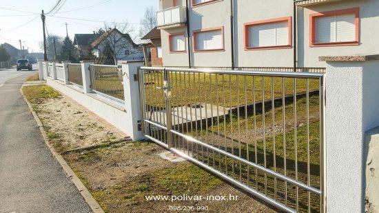 Inox klizna ograda sa okomitim ispunama i podešavajućim inox pantima