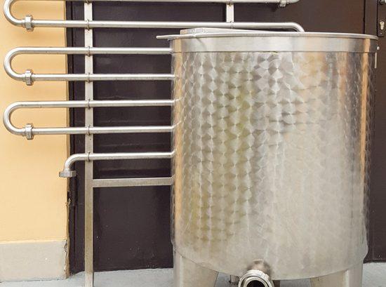 Inox rezervoar sa cijevima za hlađenje mlijeka