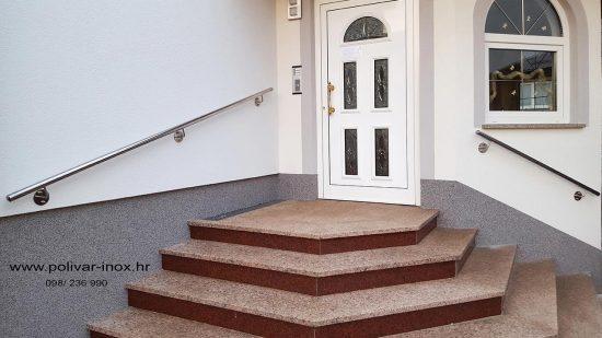 Inox rukohvat od cijevi fi 50 mm na stiropor fasadi